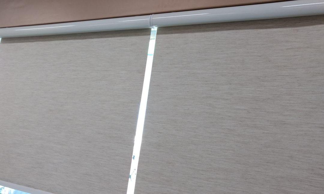 Persiana Rolô com Bando em alumínio na cor branca